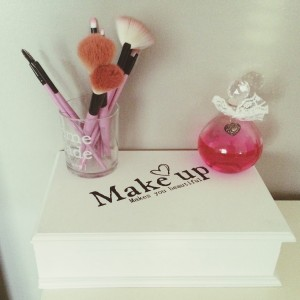 Action make-up box