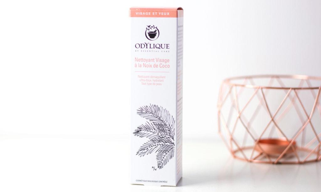 Coconut cleanser van Odylique